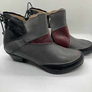 NWT Aetrex Leather Color Block Booties Size 8